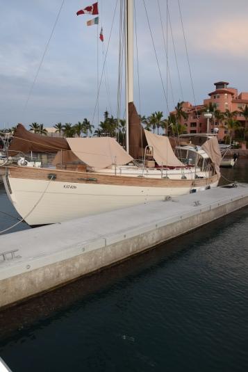 Covers for Wahkuna, this allows us to cool the boat a few degrees. Ceci nous permet de faire baisser la température du bateau