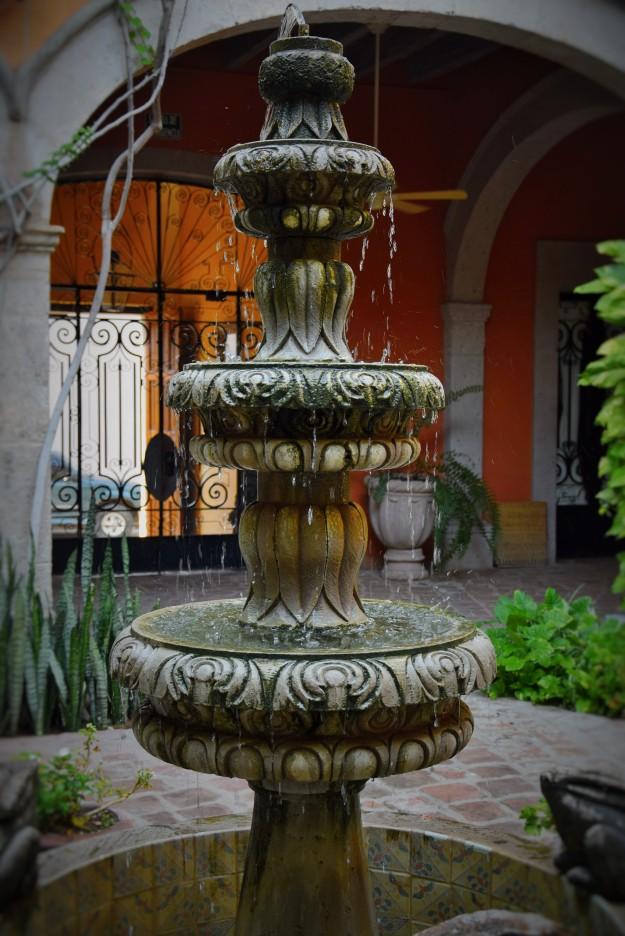 Front entrance fountain, el Hotel Colonial
